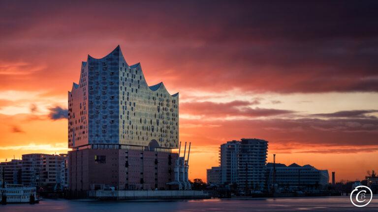 Elbphilharmonie während des Sonnenaufgangs - Hamburg
